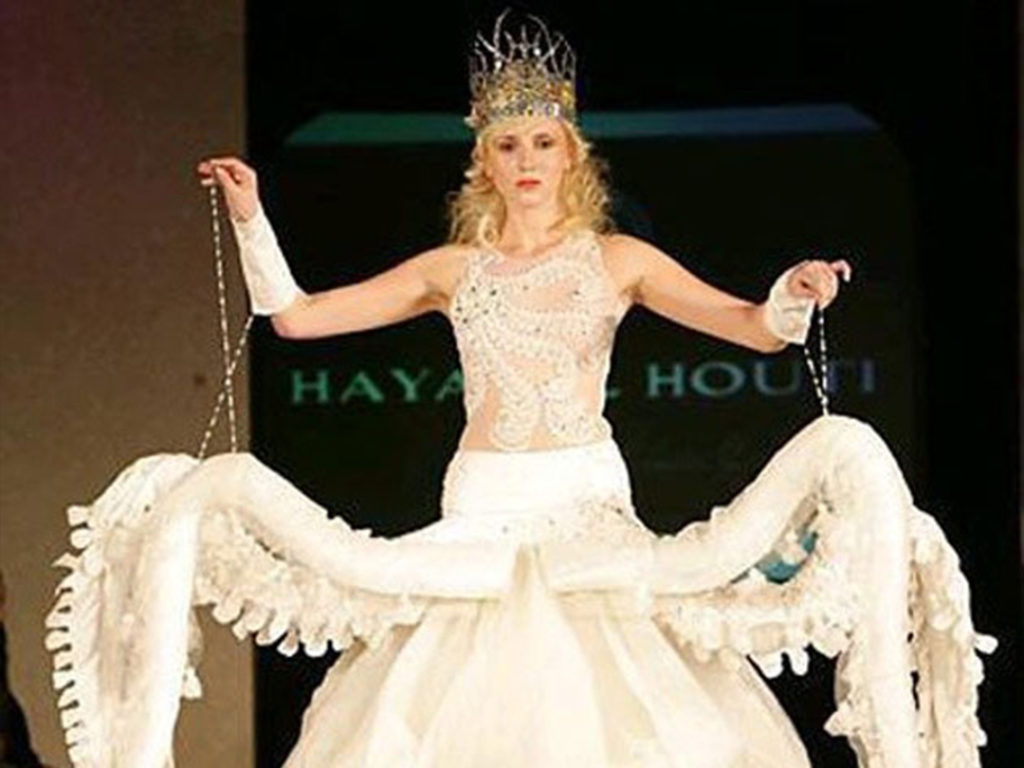 Hilariously Ugly And Dumb Wedding Dresses That Will Make You