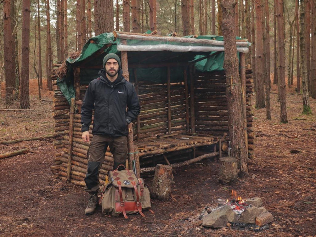 Cabin using recycled pallet wood