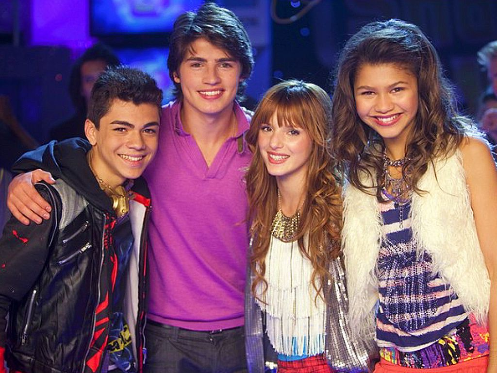 """Where Are They Now? The Cast of """"Shake It Up"""" - Obsev"""